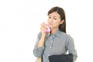緊張すると汗が顔から大量に出る人が知っておきたい原因と解決法