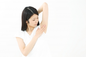 疲れと汗の臭いの関係は深い!3つの成分で疲労臭を撃退