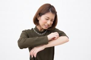 その蕁麻疹、汗が原因かも?病院に行く前に行うべきチェック項目