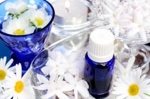 女性の匂いが与える印象と周りに与えたい印象別の香水選定法