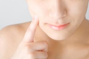 顔から大量に出てくる汗の原因は?<br>汗を抑える対策5