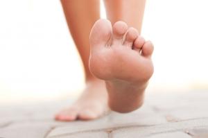 足の裏の汗にサヨナラ!サラサラ足を手に入れる6つの方法