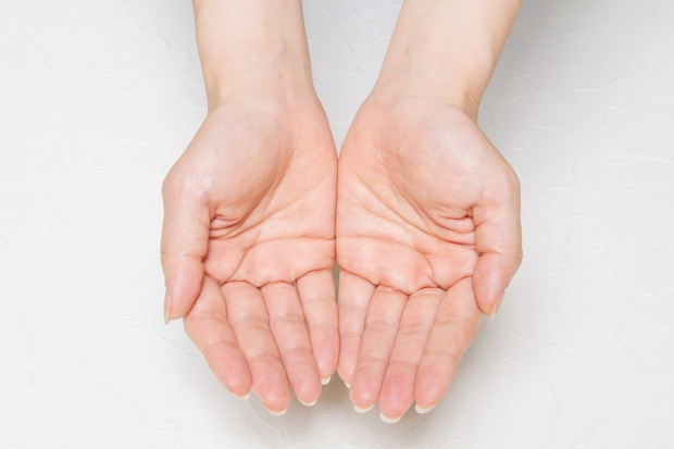 気になる季節到来!手のひらの汗を防ぐテクニック