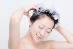 冬の頭皮は夏より臭いがひどい?正しいシャンプーと乾かし方は?