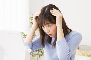 脂漏性皮膚炎は汗で「こじれる」…フケやAGA問題にも発展!