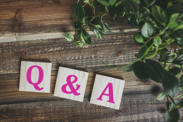 Q&Aと書かれた積み木